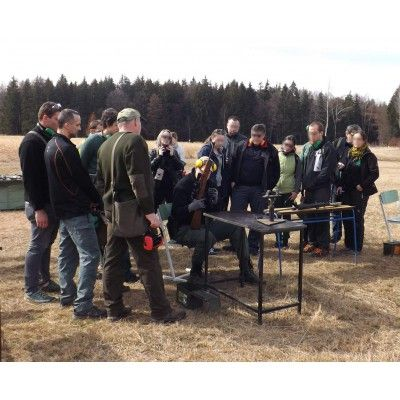 střílení teambuilding
